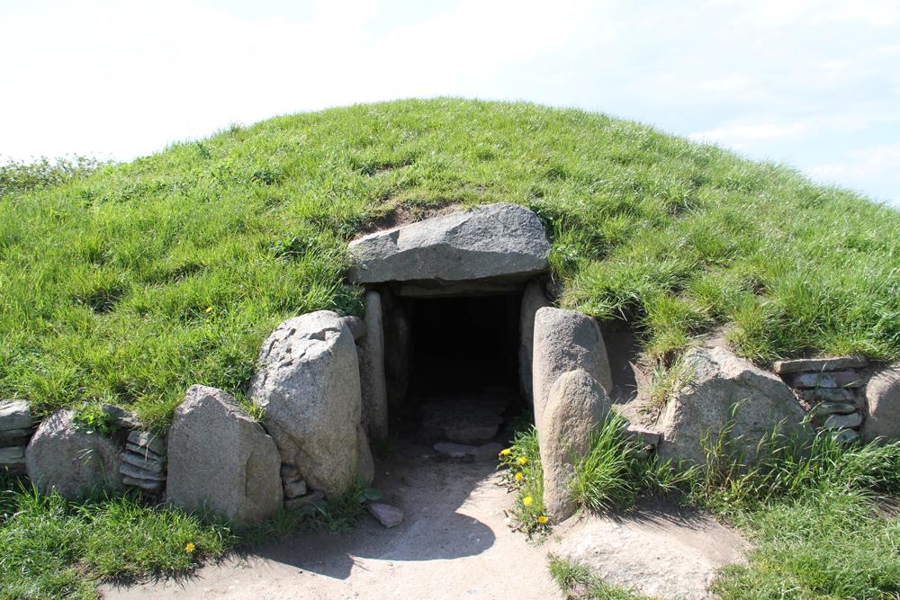 Entrance, Hulbjerg megalithic passage crypt, Langeland, Denmark (c. 3000 BCE).