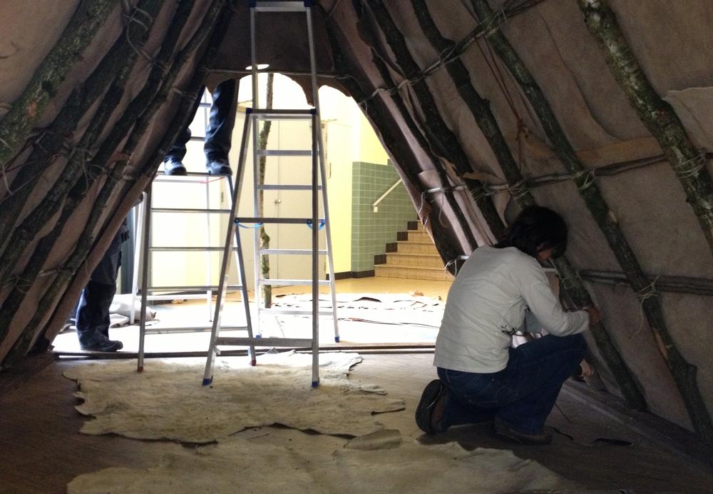 Experts from the Musée du Malgré-Tout reconstruct a Paleolithic tent, Artefact Festival, De Prehistorie van het Beeld (Prehistory of the Image), Bibliotheek Tweebronnen, Leuven, Belgium.